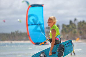 Simone combines Yoga and Kitesurfing at Funboard Center Boracay